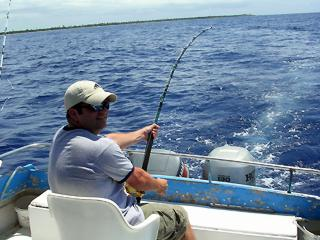 Belize fishing freedom tours fishing unlimited for Deep sea fishing belize